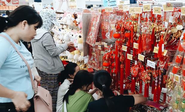 Ảnh: Người Sài Gòn xếp hàng dài ở siêu thị chờ mua sắm Tết chiều chủ nhật cuối năm - Ảnh 18.