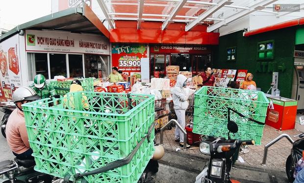 Ảnh: Người Sài Gòn xếp hàng dài ở siêu thị chờ mua sắm Tết chiều chủ nhật cuối năm - Ảnh 22.