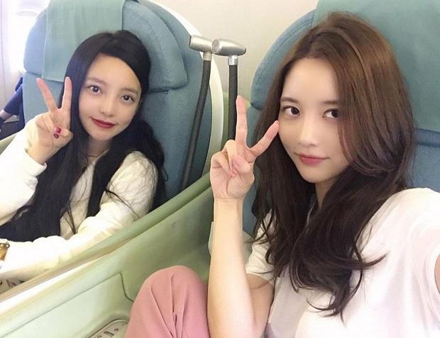 """Xúc động hình ảnh """"nữ hoàng thị phi"""" Han Seo Hee đem canh kim chi đến viếng người chị thân thiết Goo Hara - Ảnh 5."""