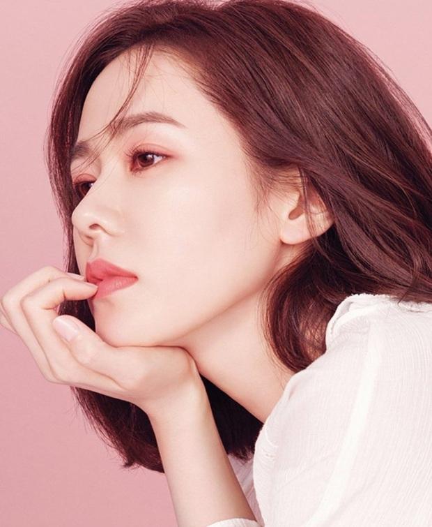 """Sốc trước bí mật của chị đẹp Son Ye Jin để có được nhan sắc đỉnh cao trong """"Crash Landing On You"""": Đẳng cấp tự tin đến mức chỉ cần mặt mộc cùng son bóng lên hình - Ảnh 20."""