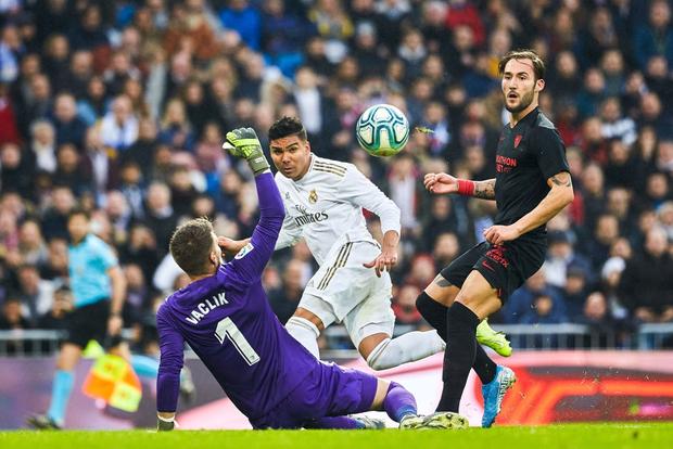 Thủ môn từng bị gắn mác thảm họa giúp Real Madrid đạt thống kê không thể tin nổi để vượt qua Barcelona tại La Liga - Ảnh 5.