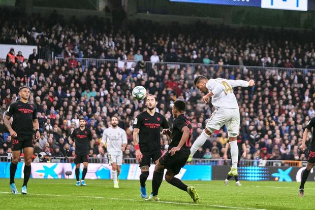 Thủ môn từng bị gắn mác thảm họa giúp Real Madrid đạt thống kê không thể tin nổi để vượt qua Barcelona tại La Liga - Ảnh 6.