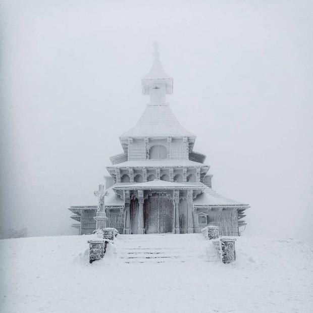 Chùm ảnh mùa đông với băng tuyết trắng xóa phủ khắp vạn vật đẹp đến mê hồn, trông tựa như khung cảnh trong truyện cổ tích - Ảnh 11.
