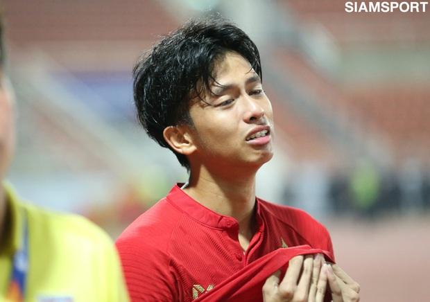 Cầu thủ U23 Thái Lan khóc nức nở, gọi quyết định thổi penalty của trọng tài là một tai nạn - Ảnh 3.