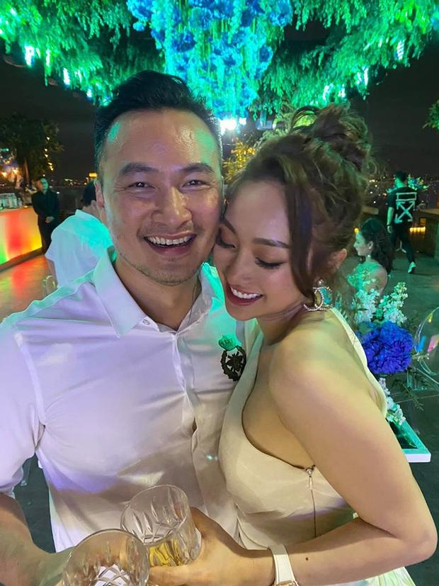 Chi Bảo hôn say đắm bạn gái kém 16 tuổi trong tiệc sinh nhật sang chảnh, nhưng phản ứng của Trương Ngọc Ánh còn đặc biệt hơn! - Ảnh 7.