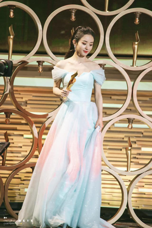 Triệu Lệ Dĩnh gây sốt với visual quá đỉnh tại Tencent Awards: Gái một con trông mòn con mắt là đây! - Ảnh 4.