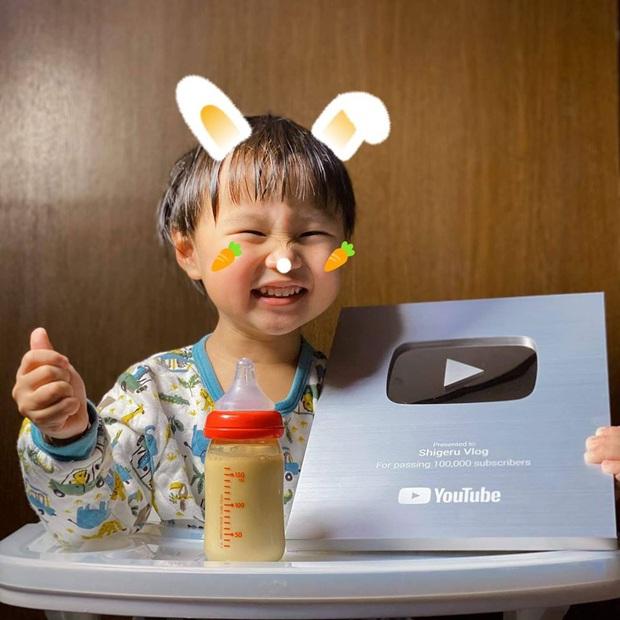 Bỏ qua lùm xùm về kênh YouTube triệu subs, Quỳnh Trần JP đón tin vui mới khi kênh của bé Sa vừa chính thức ẵm nút Bạc - Ảnh 2.