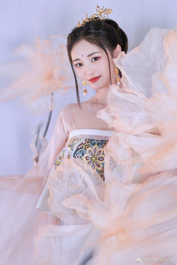 Visual đỉnh nhất Produce 101 gây bão với bộ ảnh cổ trang nhưng netizen lại chú ý tới phốt thái độ trong quá khứ - Ảnh 1.
