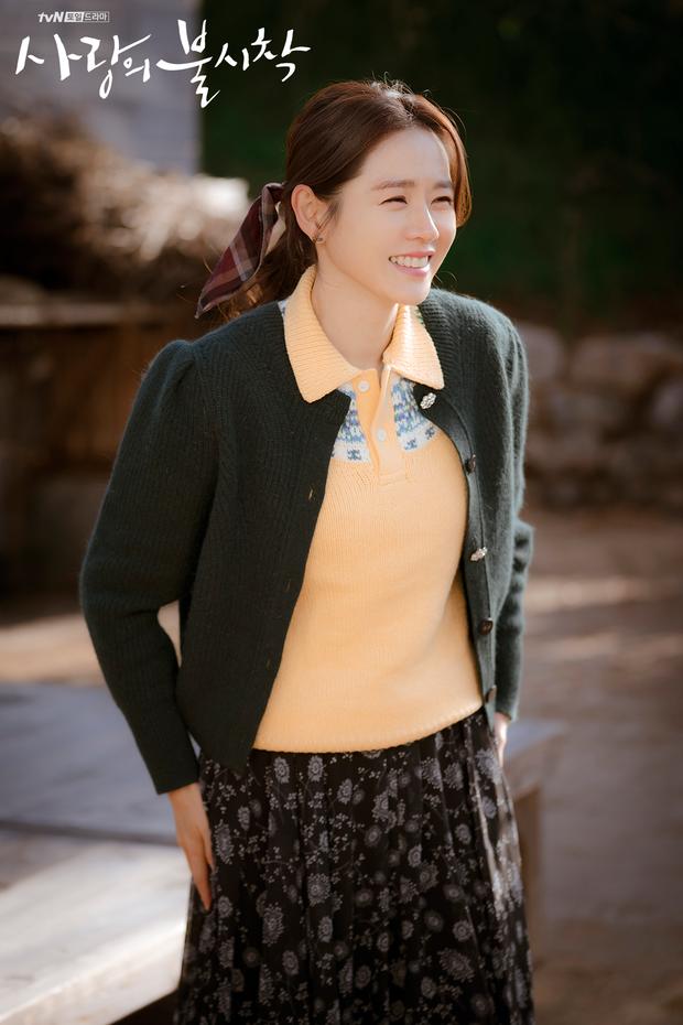 """Tìm """"đỏ mắt"""" chắc không có Son Ye Jin thứ hai: Đóng phim rình rang nhưng chỉ tô son dưỡng, không phấn mắt hay chải mascara - Ảnh 1."""