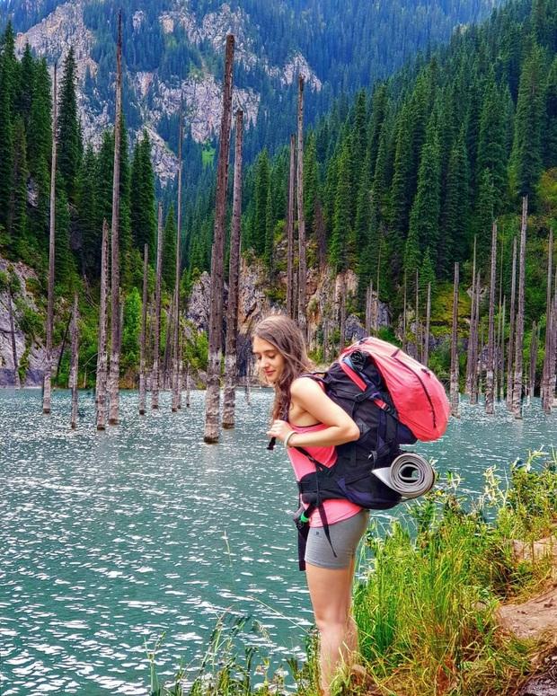 Hồ nước với những thân cây mọc ngược lên trời rùng rợn nhất thế giới, tìm ra nguyên nhân hiện tượng lạ ai cũng bất ngờ - Ảnh 8.