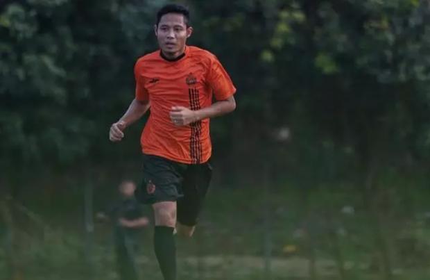 Báo Indo từng nhiệt tình tố Văn Hậu hủy hoại sự nghiệp của cầu thủ con cưng, nhưng ai ngờ anh này lại chạy như bay chỉ sau 1 tháng dưỡng thương - Ảnh 4.