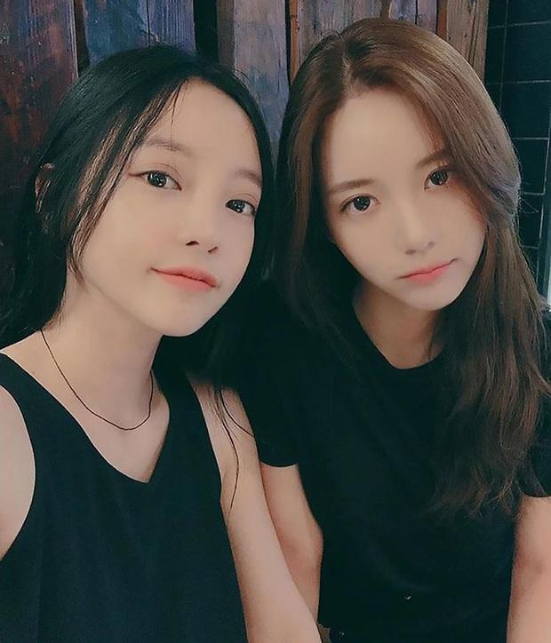 """Xúc động hình ảnh """"nữ hoàng thị phi"""" Han Seo Hee đem canh kim chi đến viếng người chị thân thiết Goo Hara - Ảnh 3."""