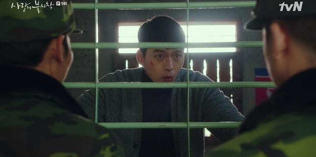3 khoảnh khắc cười ná thở ở tập 9 Crash Landing on You: Những bà dì hàng xóm khen ngoại hình Hyun Bin là cả một cuộc cách mạng! - Ảnh 5.