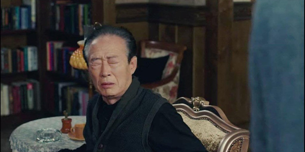 Hot nhất tập 9 Crash Landing on You: Bố chồng Son Ye Jin cạn lời nhìn quý tử Hyun Bin xà nẹo con dâu  - Ảnh 1.