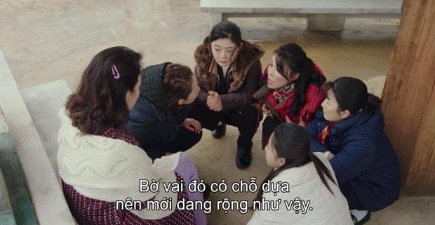3 khoảnh khắc cười ná thở ở tập 9 Crash Landing on You: Những bà dì hàng xóm khen ngoại hình Hyun Bin là cả một cuộc cách mạng! - Ảnh 3.