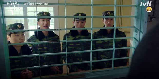 3 khoảnh khắc cười ná thở ở tập 9 Crash Landing on You: Những bà dì hàng xóm khen ngoại hình Hyun Bin là cả một cuộc cách mạng! - Ảnh 4.