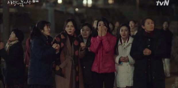 3 khoảnh khắc cười ná thở ở tập 9 Crash Landing on You: Những bà dì hàng xóm khen ngoại hình Hyun Bin là cả một cuộc cách mạng! - Ảnh 2.