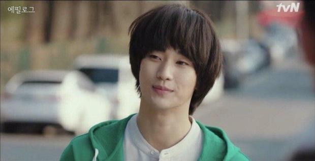 Cực nóng: Cụ giáo Kim Soo Hyun chính thức tái xuất, hóa điệp viên giả ngốc trong tập 10 Crash Landing on You! - Ảnh 1.