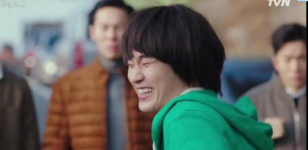 Cực nóng: Cụ giáo Kim Soo Hyun chính thức tái xuất, hóa điệp viên giả ngốc trong tập 10 Crash Landing on You! - Ảnh 3.