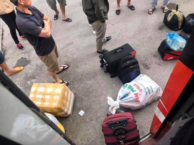 Người dân về quê nghỉ Tết bị nhồi nhét, sang xe giữa đường bức xúc đòi tẩy chay nhà xe - Ảnh 4.
