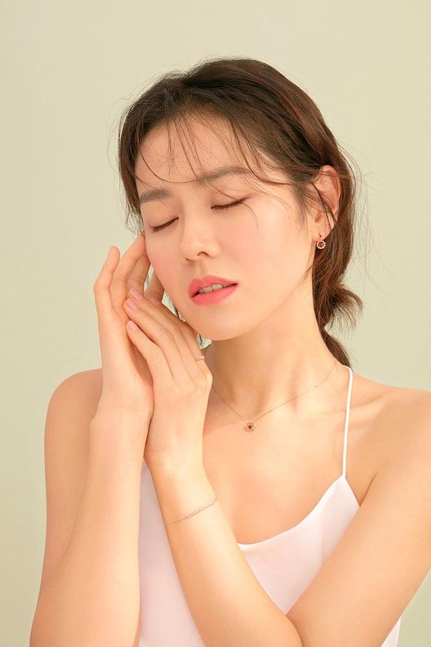 """Sốc trước bí mật của chị đẹp Son Ye Jin để có được nhan sắc đỉnh cao trong """"Crash Landing On You"""": Đẳng cấp tự tin đến mức chỉ cần mặt mộc cùng son bóng lên hình - Ảnh 18."""