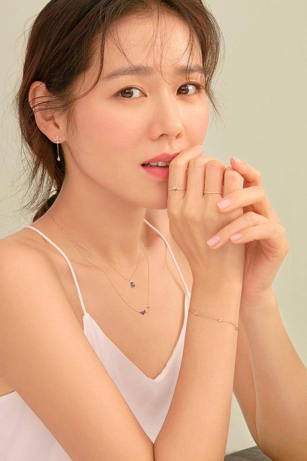 """Sốc trước bí mật của chị đẹp Son Ye Jin để có được nhan sắc đỉnh cao trong """"Crash Landing On You"""": Đẳng cấp tự tin đến mức chỉ cần mặt mộc cùng son bóng lên hình - Ảnh 19."""