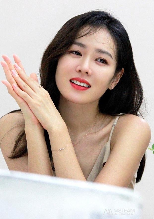 """Sốc trước bí mật của chị đẹp Son Ye Jin để có được nhan sắc đỉnh cao trong """"Crash Landing On You"""": Đẳng cấp tự tin đến mức chỉ cần mặt mộc cùng son bóng lên hình - Ảnh 25."""