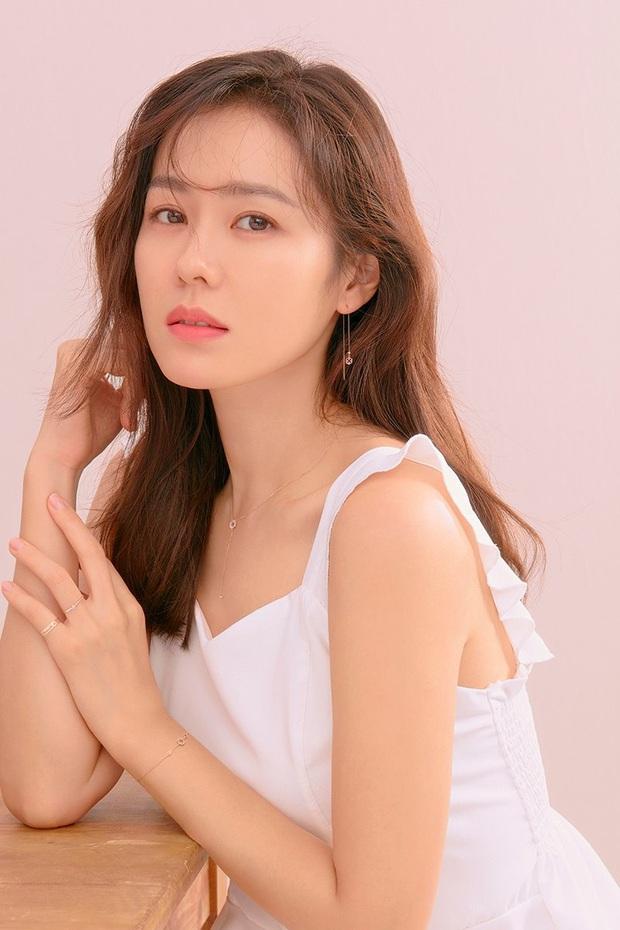 """Sốc trước bí mật của chị đẹp Son Ye Jin để có được nhan sắc đỉnh cao trong """"Crash Landing On You"""": Đẳng cấp tự tin đến mức chỉ cần mặt mộc cùng son bóng lên hình - Ảnh 26."""