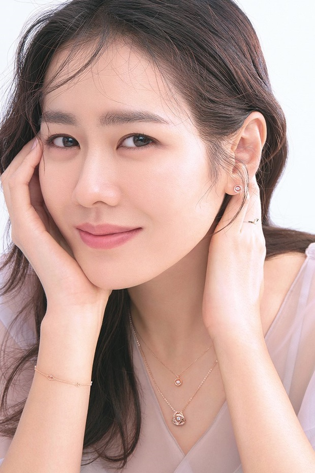 """Sốc trước bí mật của chị đẹp Son Ye Jin để có được nhan sắc đỉnh cao trong """"Crash Landing On You"""": Đẳng cấp tự tin đến mức chỉ cần mặt mộc cùng son bóng lên hình - Ảnh 17."""