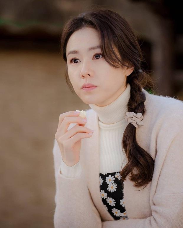 """Tìm """"đỏ mắt"""" chắc không có Son Ye Jin thứ hai: Đóng phim rình rang nhưng chỉ tô son dưỡng, không phấn mắt hay chải mascara - Ảnh 2."""
