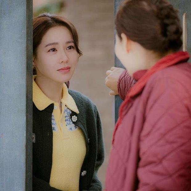 """Tìm """"đỏ mắt"""" chắc không có Son Ye Jin thứ hai: Đóng phim rình rang nhưng chỉ tô son dưỡng, không phấn mắt hay chải mascara - Ảnh 3."""