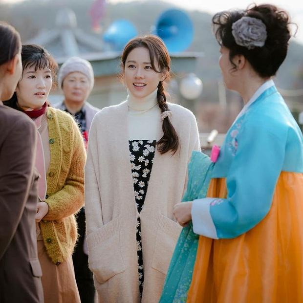 """Tìm """"đỏ mắt"""" chắc không có Son Ye Jin thứ hai: Đóng phim rình rang nhưng chỉ tô son dưỡng, không phấn mắt hay chải mascara - Ảnh 4."""