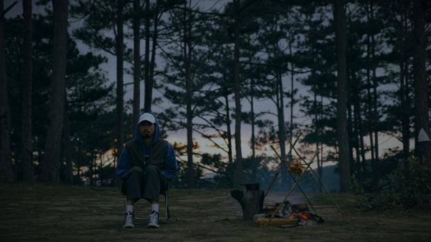 Ra MV Một triệu like mừng fanpage cán mốc, Đen Vâu feat chung đạo diễn MV ruột hứa hẹn sẽ hút thêm triệu triệu Đồng Âm nữa? - Ảnh 2.