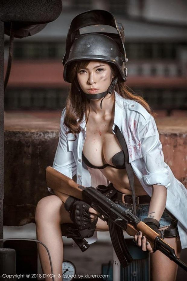 Chiêm ngưỡng những bộ cosplay PUBG nóng bỏng mắt, chỉ nhìn thôi đã muốn vác súng lên chạy bo - Ảnh 14.