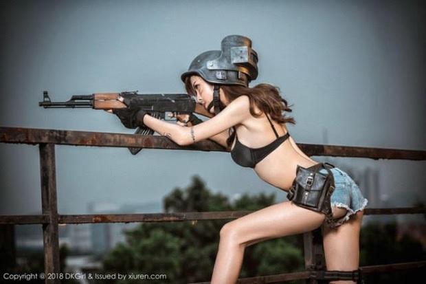 Chiêm ngưỡng những bộ cosplay PUBG nóng bỏng mắt, chỉ nhìn thôi đã muốn vác súng lên chạy bo - Ảnh 16.