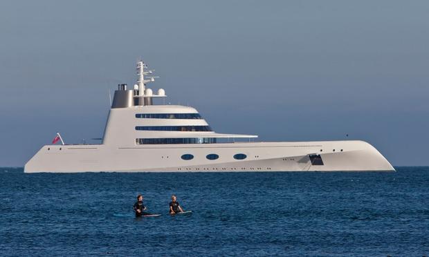 Đột nhập vào siêu du thuyền của các siêu đại gia đình đám thế giới: Dài cả trăm mét, có cả sân bay lẫn kính chắn bom, nhưng để làm gì? - Ảnh 1.