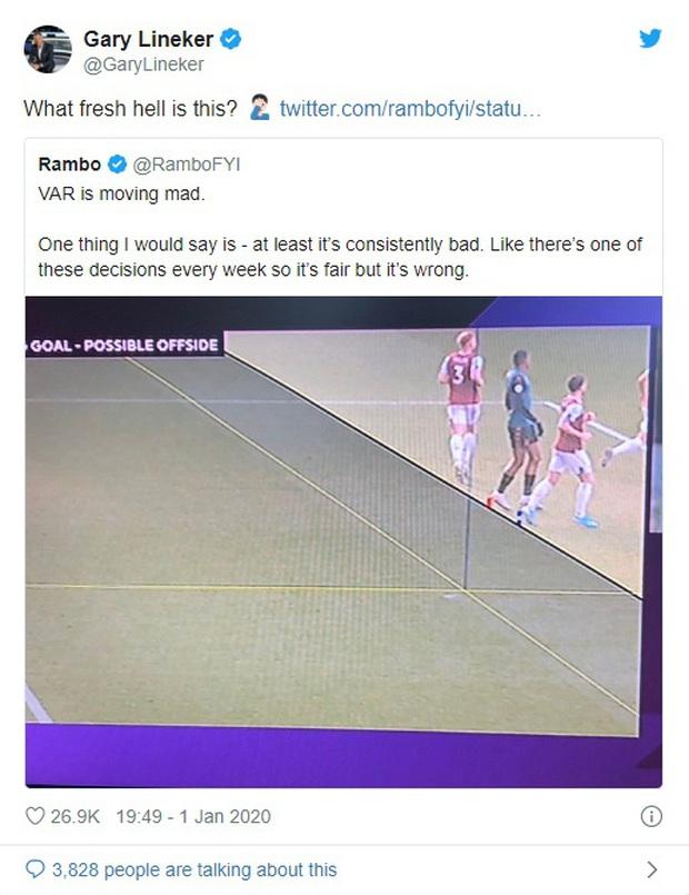 VAR ở Ngoại hạng Anh ngày càng quá đáng: Nhà nhà oán thán, cả trận đấu bỗng chốc thu bé lại vừa bằng 1 centimet - Ảnh 2.