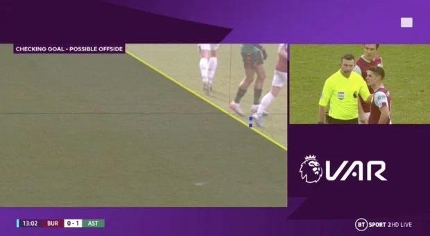VAR ở Ngoại hạng Anh ngày càng quá đáng: Nhà nhà oán thán, cả trận đấu bỗng chốc thu bé lại vừa bằng 1 centimet - Ảnh 1.