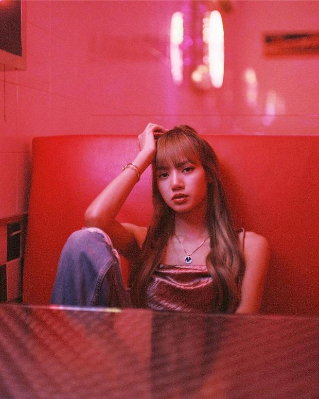 """Ngắm loạt ảnh film """"thần sầu"""" của Lisa mỗi lần về Thái Lan để thấy có một người bạn thân là nhiếp ảnh gia thì xịn như nào! - Ảnh 7."""