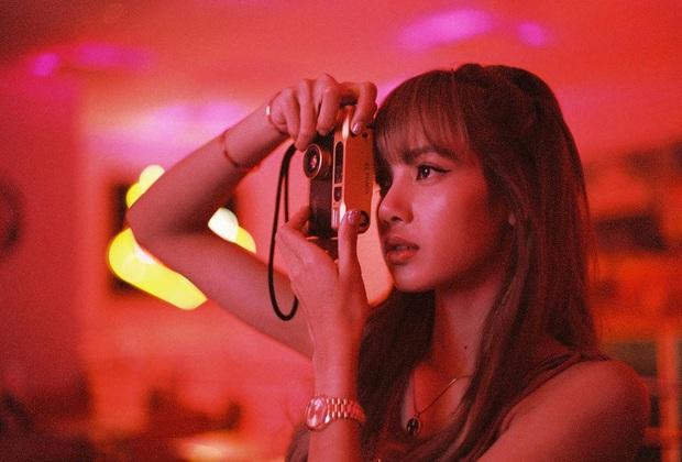 """Ngắm loạt ảnh film """"thần sầu"""" của Lisa mỗi lần về Thái Lan để thấy có một người bạn thân là nhiếp ảnh gia thì xịn như nào! - Ảnh 6."""
