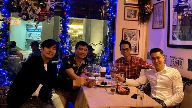 Dàn mỹ nam VTV hiếm hoi hội ngộ chung khung hình: Ai cũng điển trai nhưng nhan sắc hậu thẩm mỹ của Việt Anh mới đáng chú ý - Ảnh 2.