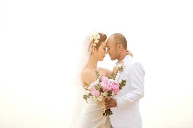 Xuân Lan cuối cùng đã lên tiếng về đám cưới bí mật ngày 1/1, đích thân hé lộ thông tin thân thế ông xã - Ảnh 2.