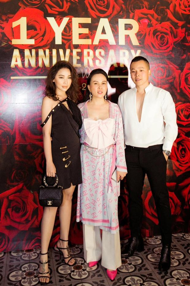 """Chiếc áo nơ hot nhất lúc này đã khiến Phượng Chanel bất chấp dù """"đụng"""" từ Jennie, Liu Wen tới Châu Bùi - Ảnh 5."""