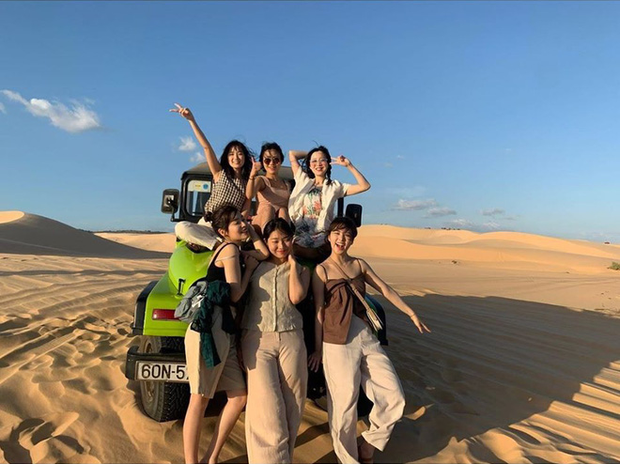 Mùng 2 đã có sao Hàn đến Việt Nam mở bát: Tiểu mỹ nhân SKY Castle và nhóm bạn chụp ảnh vi vu như hậu trường lookbook - Ảnh 3.