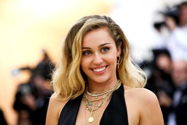 Choáng với hình ảnh 10 năm như một của Miley Cyrus: Nhìn tưởng nhân bản, đúng là thánh hack tuổi - Ảnh 4.
