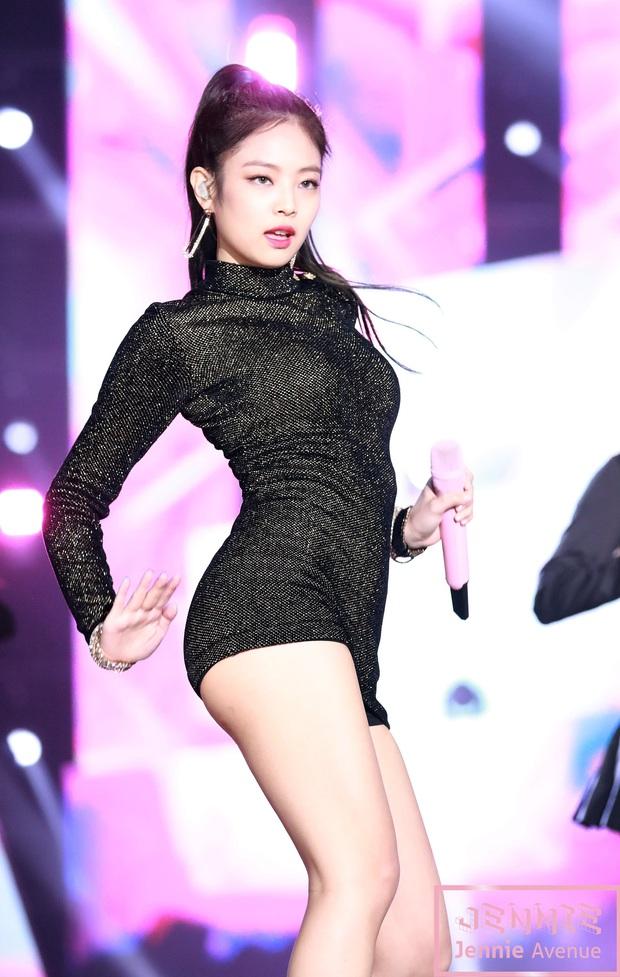 Sexy như Jennie (BLACKPINK) trên sân khấu: Đỉnh từ thần thái đến body, đã diễn là fan mê chẳng trượt phát nào! - Ảnh 17.