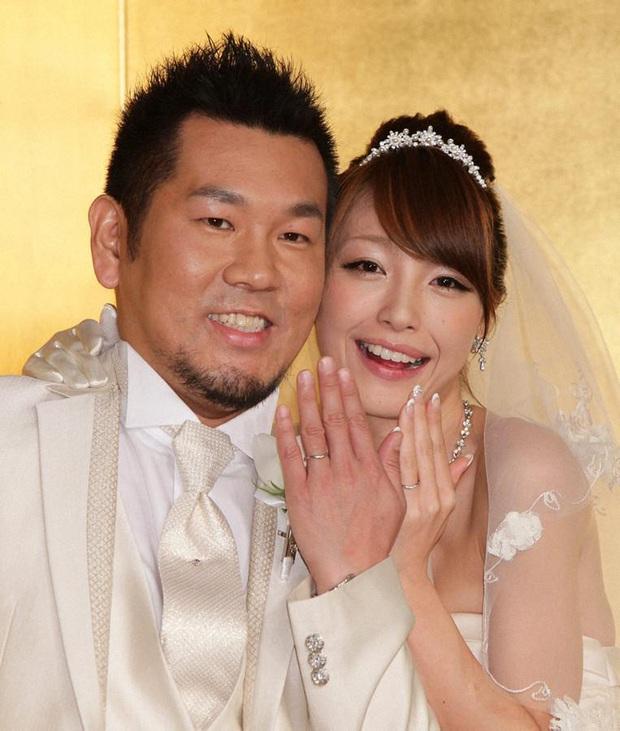 Vụ cặp đôi sao Nhật ly hôn làm MXH dậy sóng: Con gái càng lớn càng khác cha, ai ngờ lại... là bản sao của nam stylist - Ảnh 2.