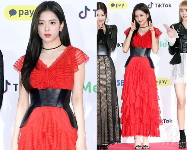 Khi diện váy, Jisoo (BLACKPINK) thường áp dụng 4 tips hack dáng nên dù không cao nhưng ai cũng phải ngước nhìn - Ảnh 12.
