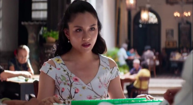 Bóc nhanh 6 chi tiết từ trailer Gái Già Lắm Chiêu 3 sao y bản chính Crazy Rich Asians: Cạn lời cảnh ngồi nặn bánh? - Ảnh 13.