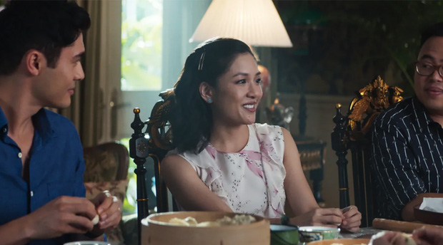 Bóc nhanh 6 chi tiết từ trailer Gái Già Lắm Chiêu 3 sao y bản chính Crazy Rich Asians: Cạn lời cảnh ngồi nặn bánh? - Ảnh 14.